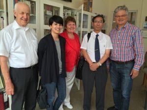 bezoekers-uit-japan-en-duitsland-herdenking-2015